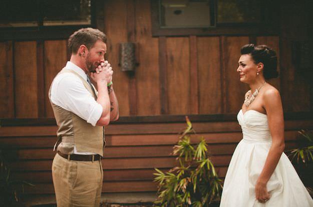 La reacción de los novios al ver a sus futuras esposas el día de la boda