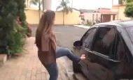 Historias de superación: Mujer sin brazos es totalmente autosuficiente