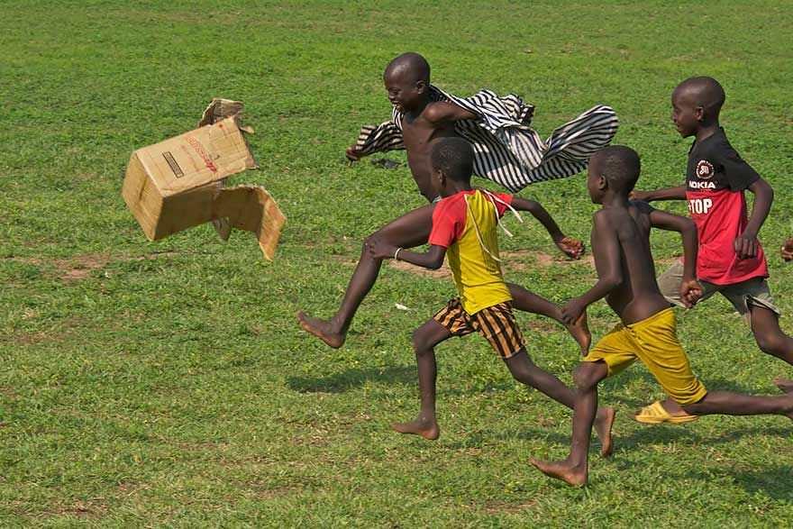 Niños jugando alrededor del mundo