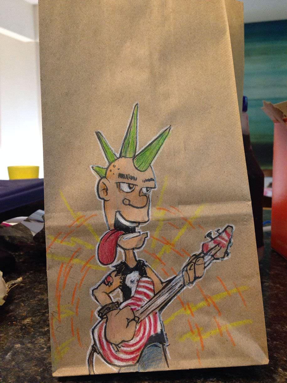 Un padre crea estupendos dibujos en la bolsa del almuerzo de su hijo
