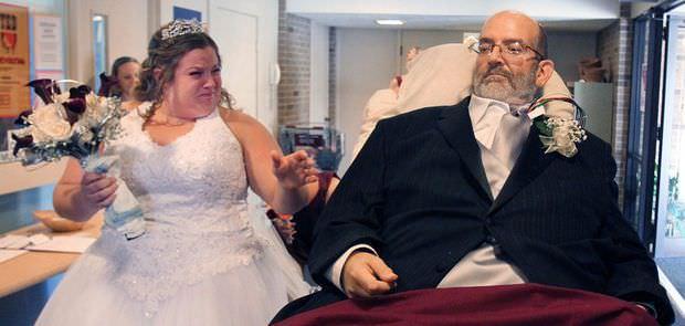 Un hombre cumple el sueño de acompañar a su hija al altar, sin poderse levantar de la cama 8