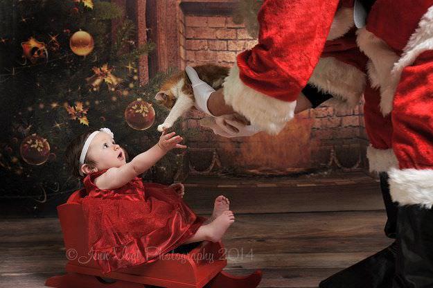 Fotografías de bebés que disfrutan a lo grande en Navidad 4