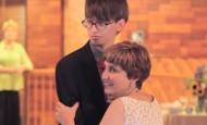 Esta madre y su hijo sorprenden a todos los invitados de la boda