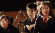 ¡Este niño discapacitado toca el piano con los ojos!