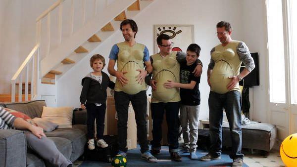 Estos hombres intentan ponerse en la piel de sus mujeres embarazadas 1