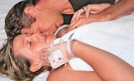 Uno de los mellizos nació sin vida pero... ¡algo sorprendente ocurrió!