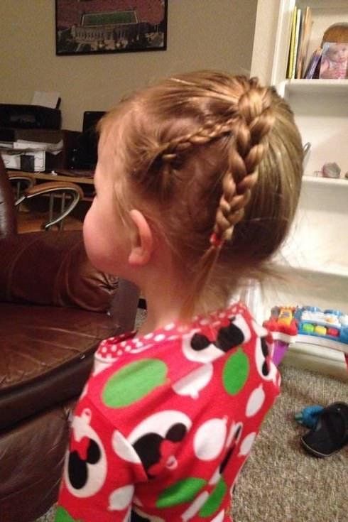 Este padre hizo un curso de peluquería para aprender a peinar a su hija 2