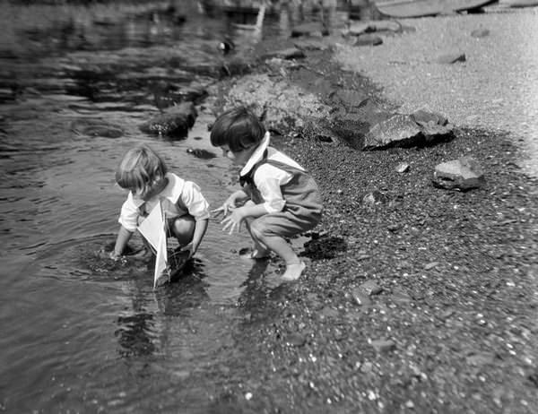 Fotos viejas de niños jugando sin Internet ni consolas 10
