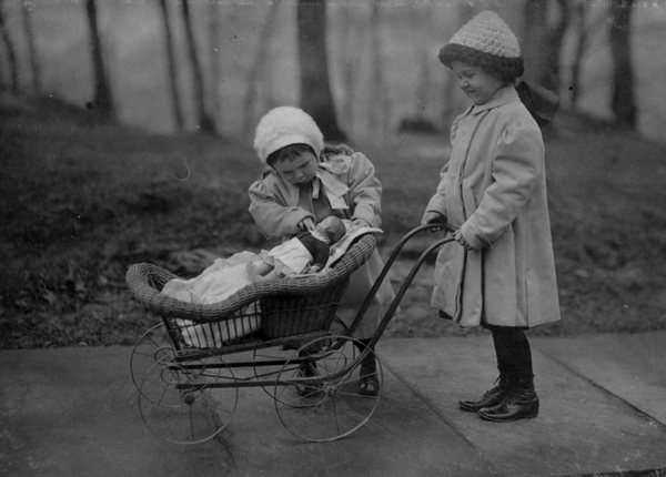 Fotos viejas de niños jugando sin Internet ni consolas 8