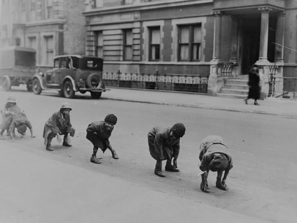 Fotos viejas de niños jugando sin Internet ni consolas 9