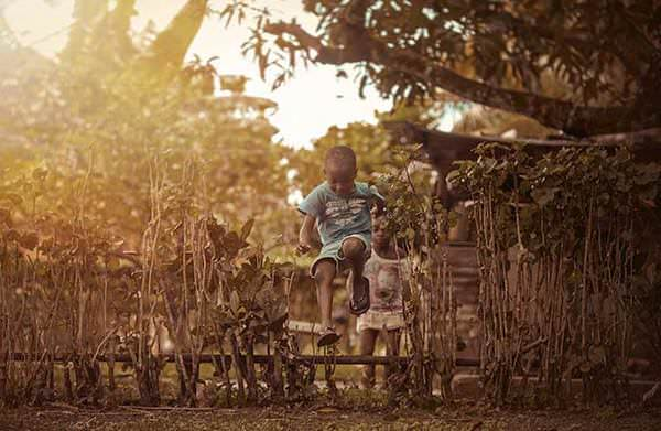 Niños jamaicanos disfrutan de su infancia y de la vida con lo poco que tienen 7