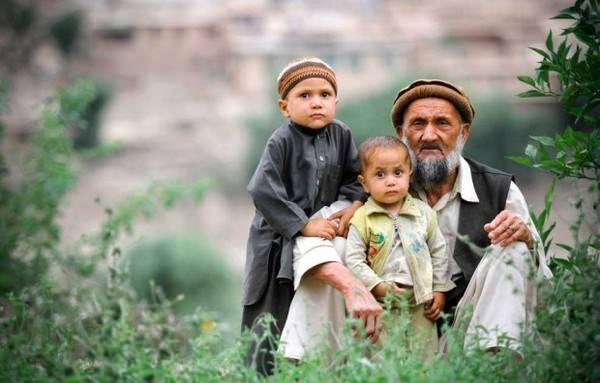 Padres y sus hijos en diferentes países del mundo-Afganistán