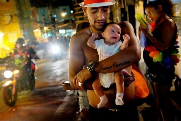 Padres y sus hijos en diferentes países del mundo-Brasil