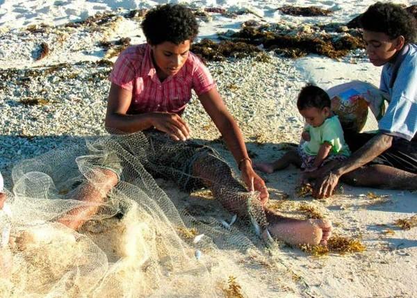 Padres y sus hijos en diferentes países del mundo-Fiyi