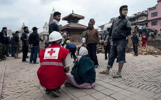 Salvan a un bebé e Nepal después de 4 días atrapado entre las ruinas 4