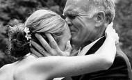 La emoción de los padres en la boda de sus hijas