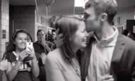 Todos los alumnos le ayudaron a pedirle matrimonio a su novia