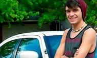 Un desconocido le regala a este chico el coche de su padre fallecido